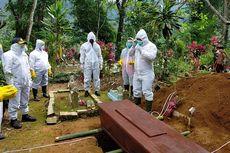 Tenaga Medis Terbatas, Polisi di Wonosobo Ikut Bantu Makamkan Jenazah Covid-19