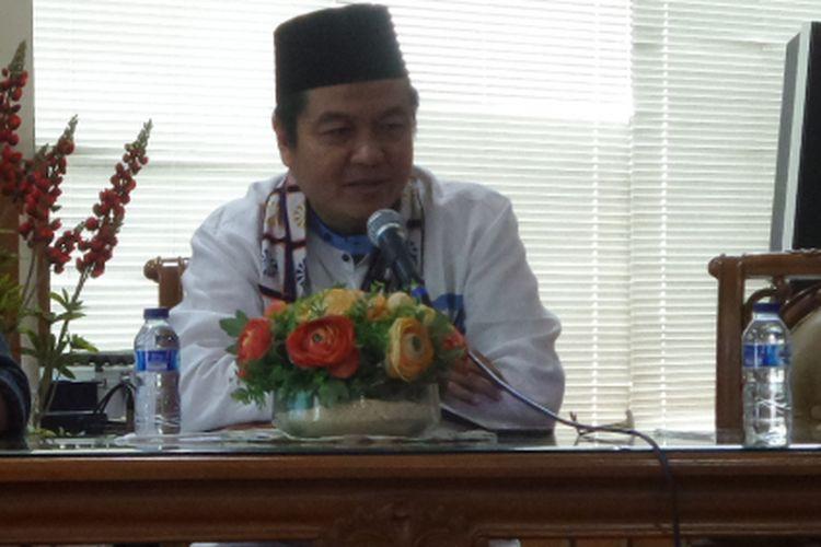 Kepala Badan Pajak dan Retribusi Daerah DKI Jakarta Edi Sumantri (kanan) saat memaparkan program kerja mereka di gedung Dinas Teknis DKI Jakarta, Jalan Abdul Muis, Jakarta Pusat, Kamis (30/3/2017).
