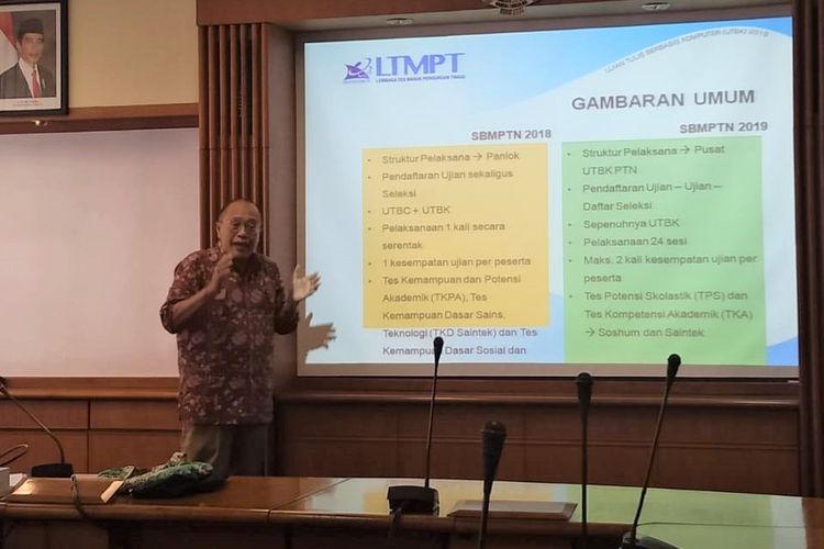 Sekretaris Pusat UTBK ITB, Prof. Asep Gana Suganda dalam konferensi pers mengenai kegiatan Seleksi Bersama Masuk Perguruan Tinggi Negeri (SBMPTN) melalui UTBK di Gedung Rektorat ITB (10/4/2019).