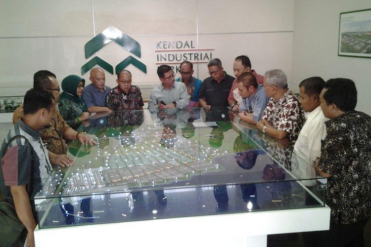 Direktur Jababeka, Djefri menjelaskan rencana pembangunan KIK kepada Komisi D DPRD Jawa Tengah, Selasa (24/10/2017).