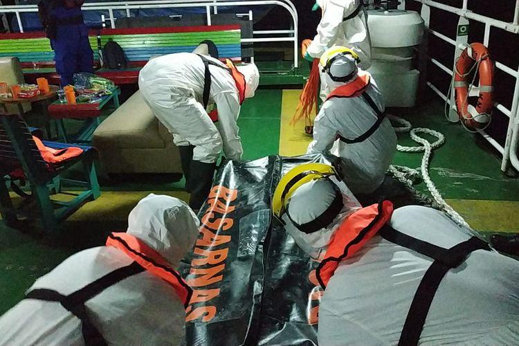 Korban dievakuasi tim SAR Banjarmasin dan dibawa ke Rumah Sakit Suaka Insan untuk dilakukan otopsi, Rabu (15/4/2020).