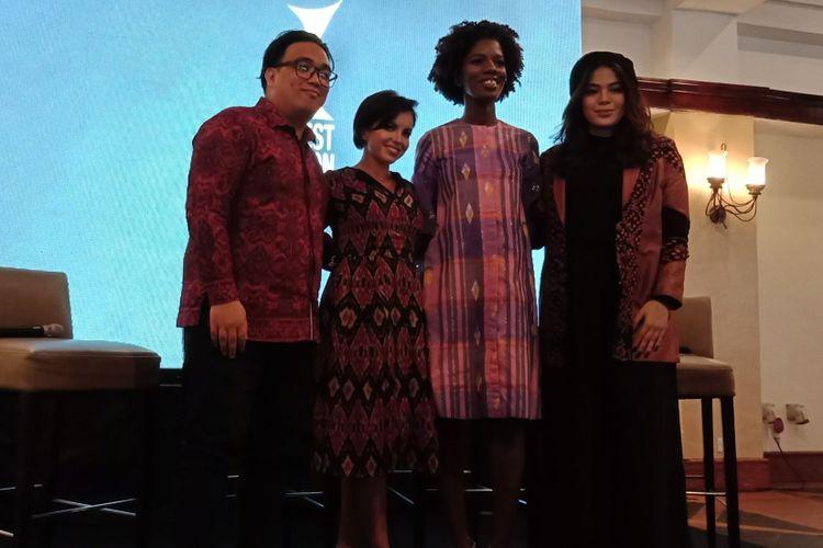 Chief Creative Officer of EBW World Wide Stevy Giani Sela, Visual & Arts Director of EBW World Wide Gabriella Wells dan PR Director of EBW World Wide Molika McFarquhar (paling kiri ke kanan) seusai konferensi pers di Shangri-La Hotel Jakarta, Selasa (20/3/2018).