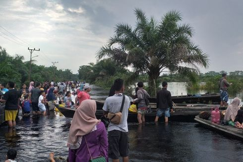 Libur Natal dan Tahun Baru, Warga Ramai Wisata ke Lokasi Banjir Kampar