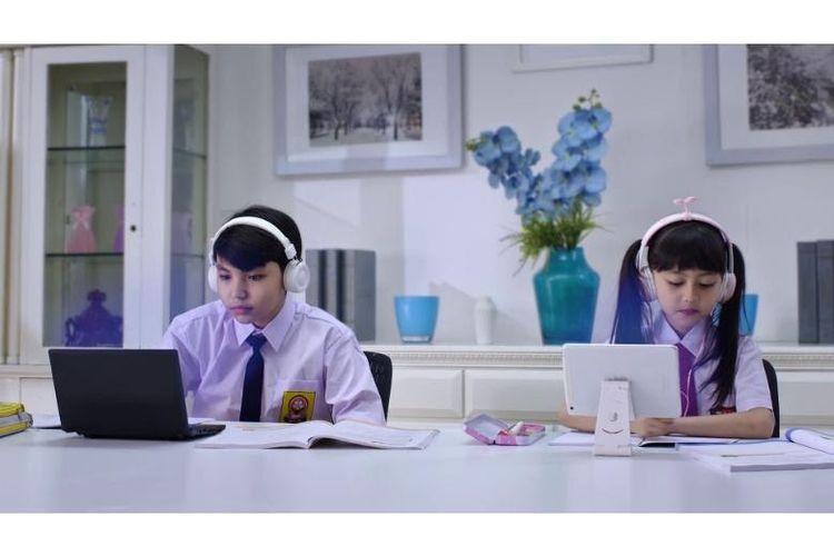 Ilustrasi anak belajar online di rumah