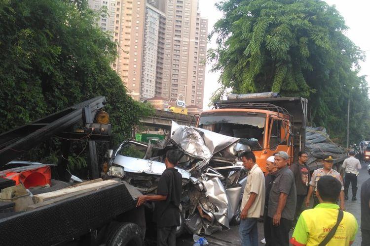 Sejumlah mobil terlibat kecelakaan beruntun di Jalan RE Martadinata, Ancol, Pademangan, Jakarta Utara, Rabu (16/10/2019).