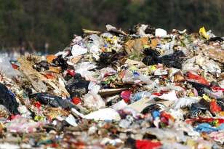 Ilustrasi timbunan sampah plastik