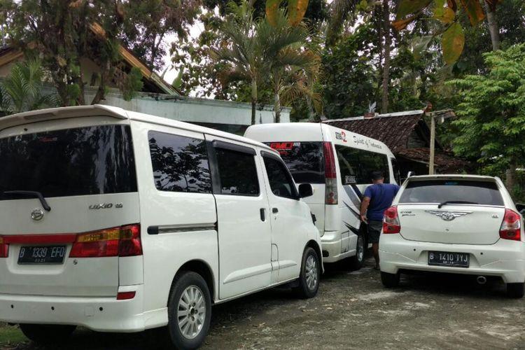 Garasi Mobil rental milik Anjar Ardityo di kota Wonosari