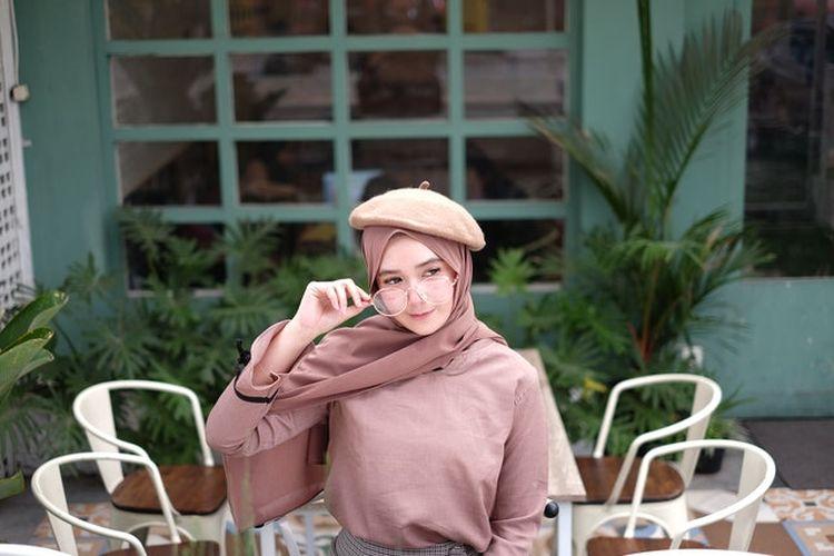 Ilustrasi OOTD hijab remaja.