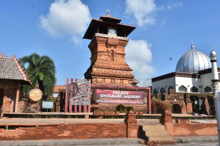 Masjid Menara Kudus, contoh bukti akulturasi budaya pra-Islam dan budaya Islam di Indonesia.