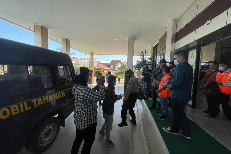 Seorang anggota DPRD KabupatenKetapang, Kalimantan Barat (Kalbar), berinisial LH yang jadi tersangka dalam kasus penggunaandana desatahun 2016 dan 2017 resmi ditahan.