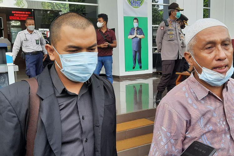 Kuasa hukum Rizieq Shihab, Aziz Yanuar dan kuasa hukum Andi Tatat, Achmad Michdar di Pengadilan Negeri (PN) Jakarta Timur, Kamis (24/6/2021).