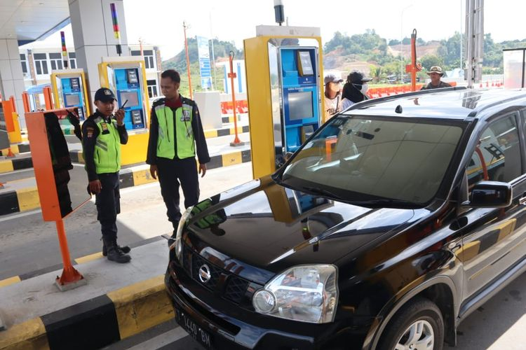 Pintu masuk Simpang Pasir, Palaran, Tol Samarinda – Balikpapan, Kaltim, Jumat (19/6/2020).