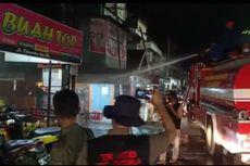 PSBB di Makassar, Warga yang Berkerumun Disemprot Air dari Mobil Pemadam