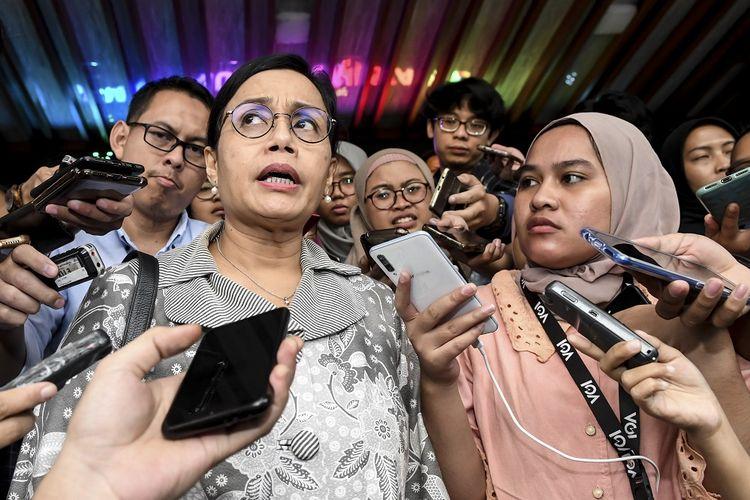 Menteri Keuangan Sri Mulyani Indrawati menjawab pertanyaan wartawan usai mengikuti Rapat Koordinasi (Rakor) tentang Kebijakan Stimulus ke-2 Dampak Covid-19 di kantor Kemenko Perekonomian, Jakarta, Rabu (11/3/2020). Dalam Rakor tersebut dihasilkan beberapa hal, salah satunya tentang stimulus PPH Pasal 21 yang akan ditanggung Pemerintah untuk sejumlah industri.