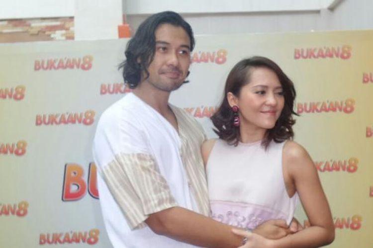 Chicco Jerikho dan Lala Karmela menghadiri pemutaran film Bukaan 8, di Epicentrum Walk XXI, Kuningan, Jakarta Selatan, pada Senin (20/2/2017).