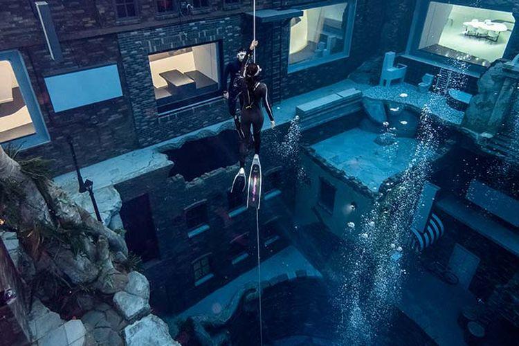 Ilustrasi kegiatan Discover Freediving di Deep Dive Dubai.