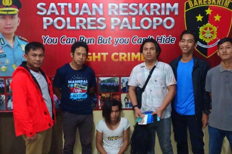 Seorang waria diamankan Satreskrim Polres Palopo karena telah melakukan tindak pidana penipuan melalui aplikasi Whts App  kepada korbannya, Jumat (12/07/2019)