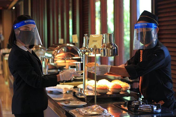 Acara pernikahan di tengah pandemi virus corona di The Sultan Hotel & Residence.