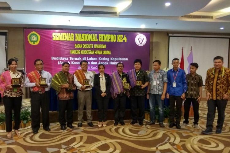 Seminar nasional mahasiswa Fakultas Kedokteran Hewan Undana Kupang ke-4, dengan tema Budidaya Ternak di Lahan Kering Kepulauan, Sabtu (1/12/2018).
