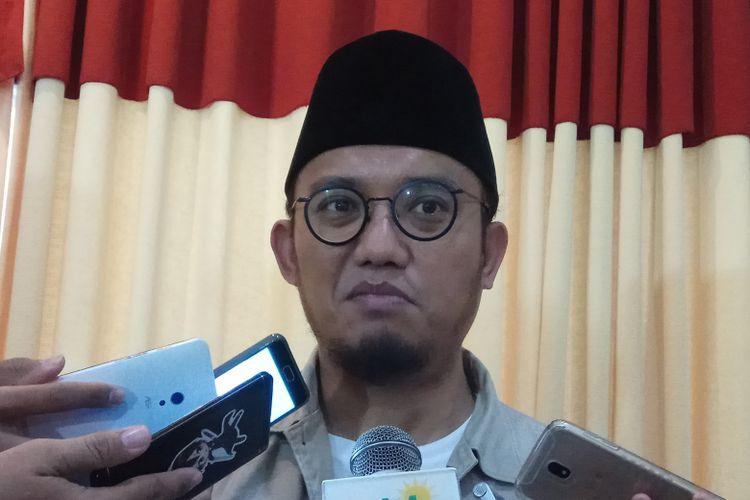 Ketua Pimpinan Pusat Pemuda Muhammadiyah, Dahnil Azhar Simanjuntak mengingatkan agar semua pihak tak berlarut-larut soal pro kontra pemutaran film Penumpasan Pengkhianatan G30S/PKI.  Jakarta, Jumat (22/2017).