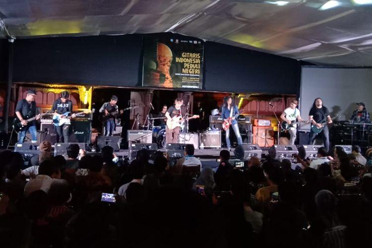 Formasi Rock-3 unjuk aksi di konser Gitaris Indonesia Peduli Negeri: Musik dan Syair Solidaritas yang digelar di Bentara Budaya Jakarta (BBJ), Kamis (11/10/2018).