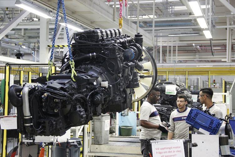 Mesin Scania yang akan dipasang di rangka sasis truk atau bus Scania.