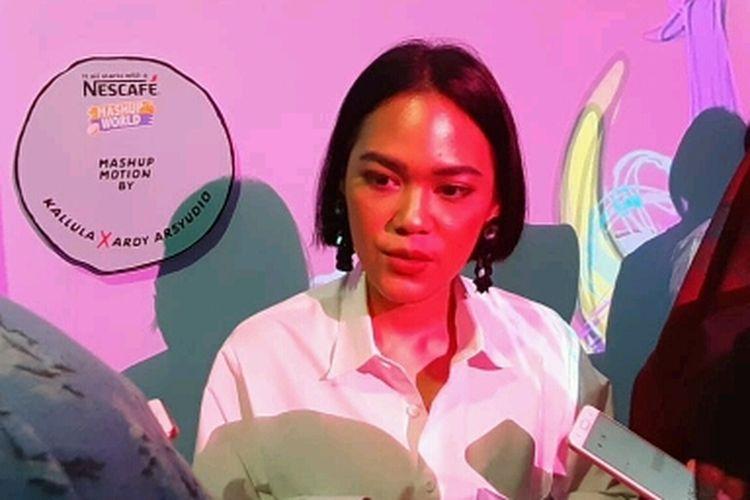 Vokalis Kimokal, Kallula Harsyntha saat ditemui dalam sebuah acara di kawasan MH Thamrin, Jakarta Pusat, Minggu (31/3/2019).