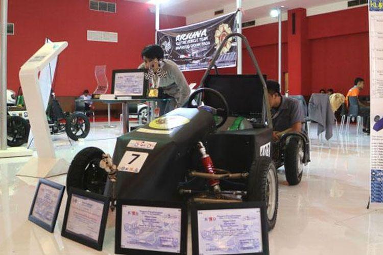 Mobil Listrik buatan Mahasiswa di pameran IIMS 2016