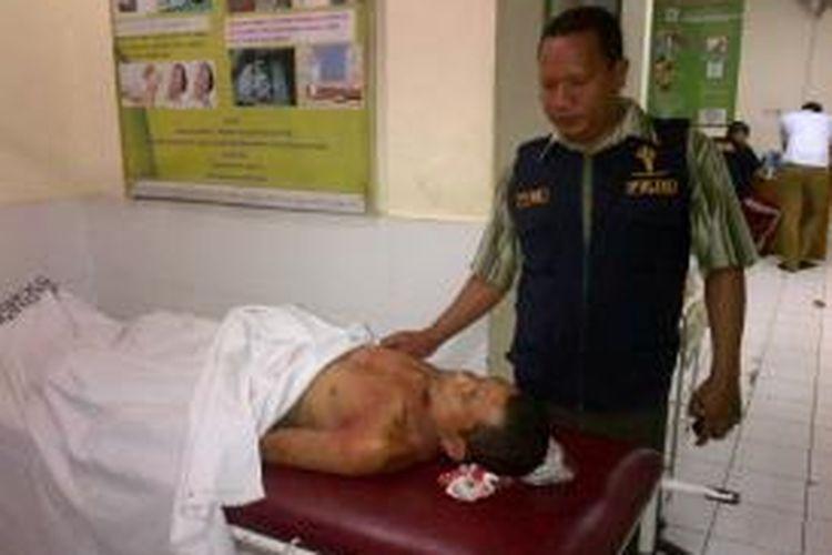 Jenasah Efri (26) pelaku pencurian motor saat disemayamkan di rumah sakit