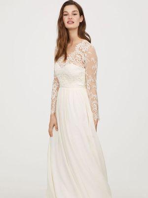 Replika gaun pernikahan Kate Middleton yang dijual di H&M.