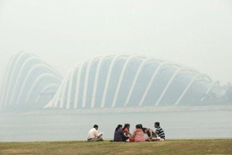 Singapura diselimuti kabut asap dari hasil pembakaran hutan dan lahan di Sumatra