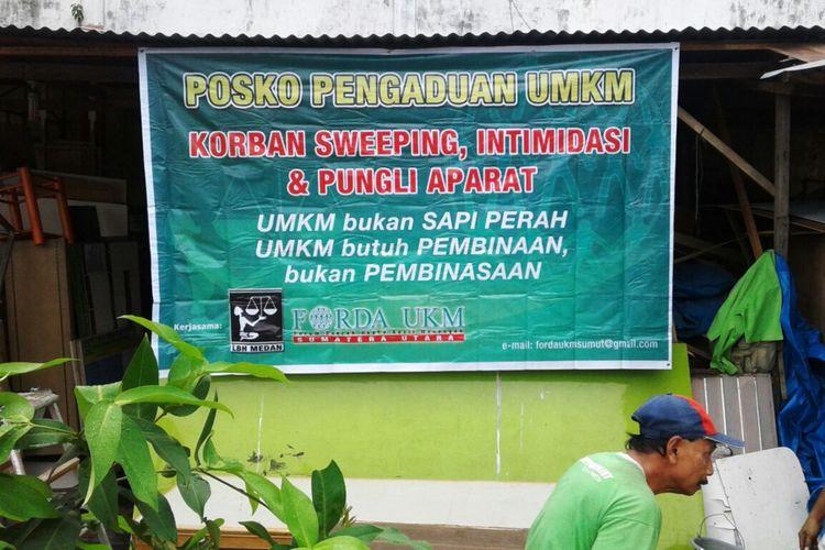 Salah satu posko pengaduan yang dibuka Forda UMKM Sumut dan LBH Medan, Senin (2/10/2017)