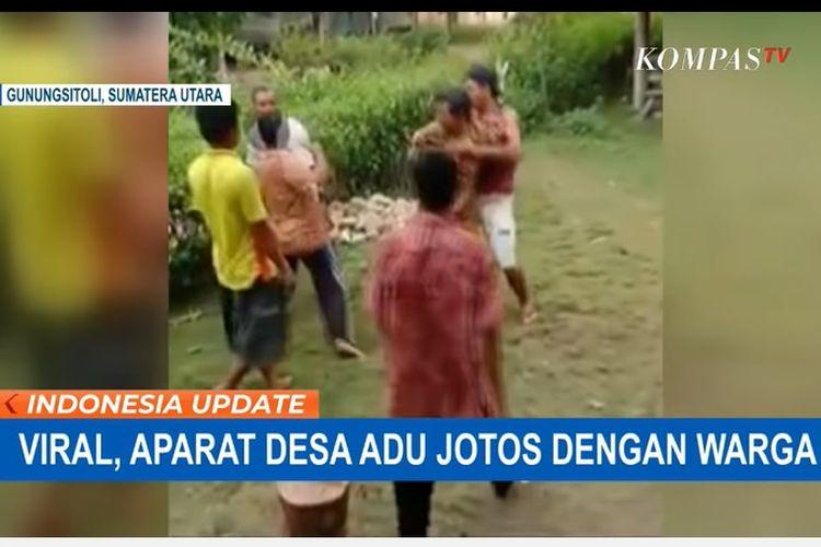 Aparat desa terlibat perkelahian dengan warga di Desa Tagaule, Kecamatan Bawalato, Nias, Sumatera Utara.