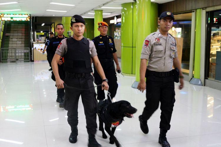 Anjing pelacak yang kini mulai disiagakan di Stasiun Gambir dan Stasiun Senen. Tindakan itu dilakukan dalam upaya meningkatkan keamanan di lingkungan stasiun demi mencegah hal-hal yang tidak diinginkan.