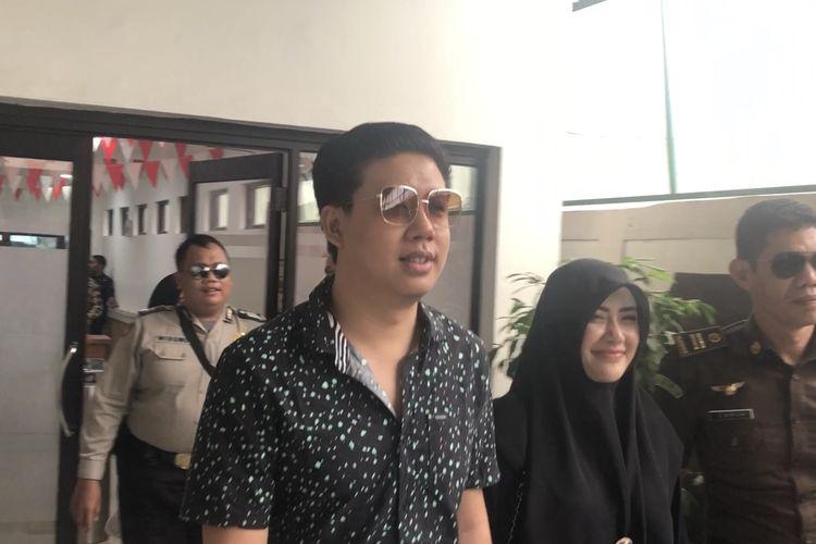 Rey Utami dan Pablo Benua di Pengadilan Negeri Jakarta Selatan, Senin (17/2/2020).