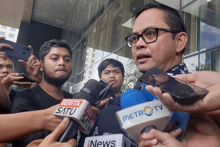 Komisioner Komisi Pemilihan Umum (KPU) Viryan Azis usai diperiksa di gedung KPK, Jakarta, Selasa (28/1/2020).