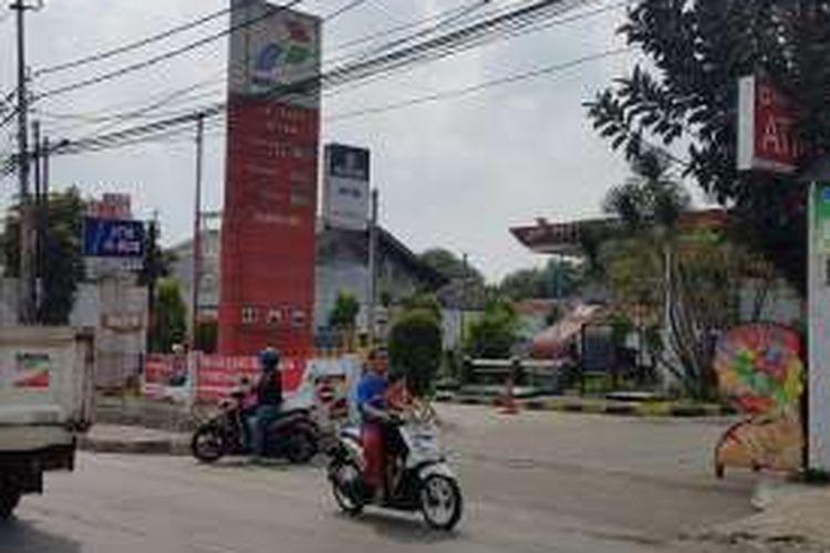 Stasiun Pengisian Bahan Bakar Umum (SPBU) Pertamina 34-12305 di Rempoa, Bintaro, Tangerang Selatan. SPBU ini digerebek polisi lantaran melakukan praktik curang berupa pengurangan takaran pengisian kepada konsumen.