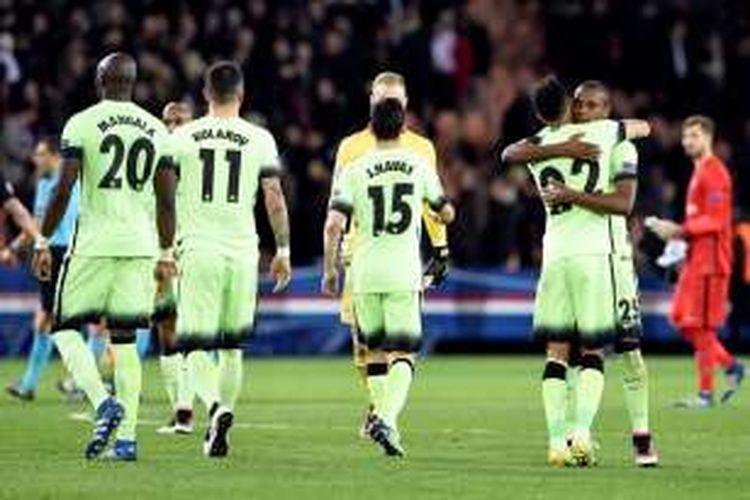 Reaksi para pemain Manchester City setelah bermain imbang 2-2 dengan Paris Saint-Germain pada perempat final pertama Liga Champions di Parc des Princes, Kamis (6/4/2016).