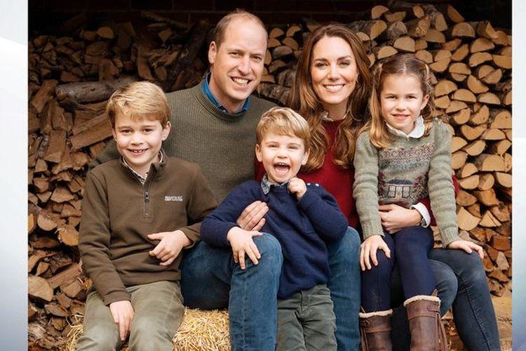 Keluarga Pangeran William dan Kate Middleton melakukan sesi foto untuk kartu Natal.