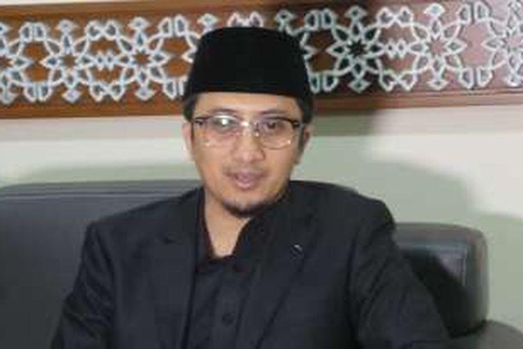 Ustadz Yusuf Mansyur saat wawancara dengan wartawan, di Masjid Istiqlal, Jakarta Pusat, Minggu (24/4/2016).