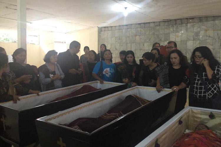 Suasa haru di kebaktian adat batak keluarga tewas di Gereja Oikumene Lahai Roi, Cijantung, Jakarta Timur, Rabu (14/11/2018)