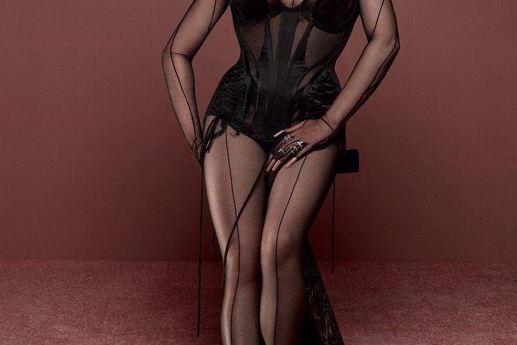 Billie Eilish dalam sampul British Vogue edisi Juni 2021.