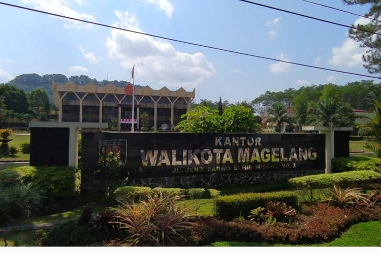 Logo TNI di kantor Wali Kota Magelang, Jawa Tengah, Kamis (26/8/2021)