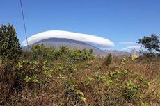 Fenomena Topi Awan Terjadi di Gunung Rinjani, Tak Pernah Sesempurna Ini