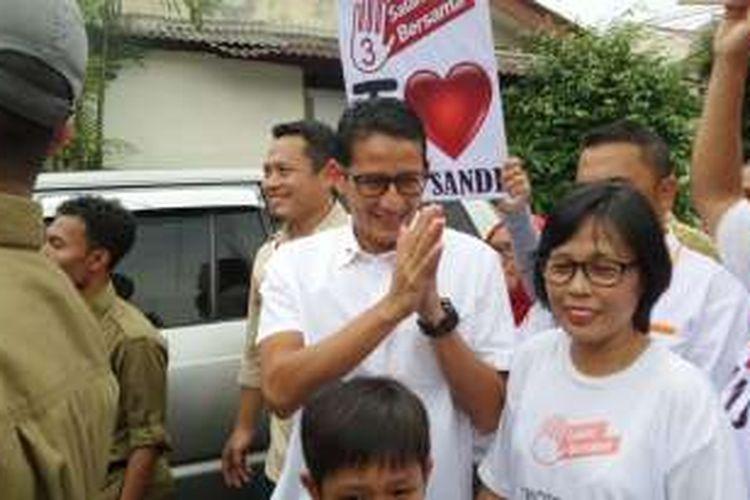 Calon wakil gubernur DKI Jakarta nomor pemilihan tiga, Sandiaga Uno, saat kampanye ke Kelurahan Pela Mampang, Kecamatan Mampang Prapatan, Jakarta Selatan, Sabtu (12/11/2016).