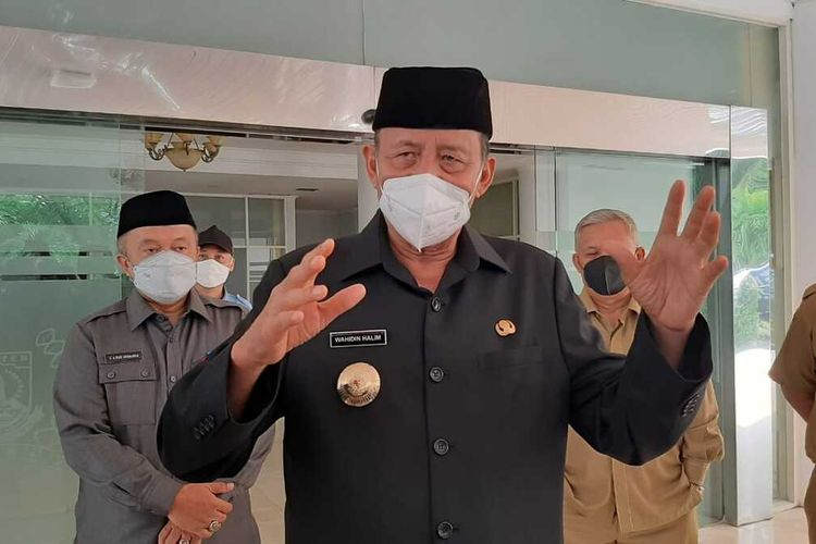 Gubernur Banten Wahidin Halim melarang warganya melaksanakan takbir keliling pada malam Idul Fitri