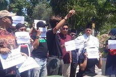 Unjuk Rasa, Warga Surabaya Tuntut Anggota TGUPP DKI Minta Maaf ke Risma