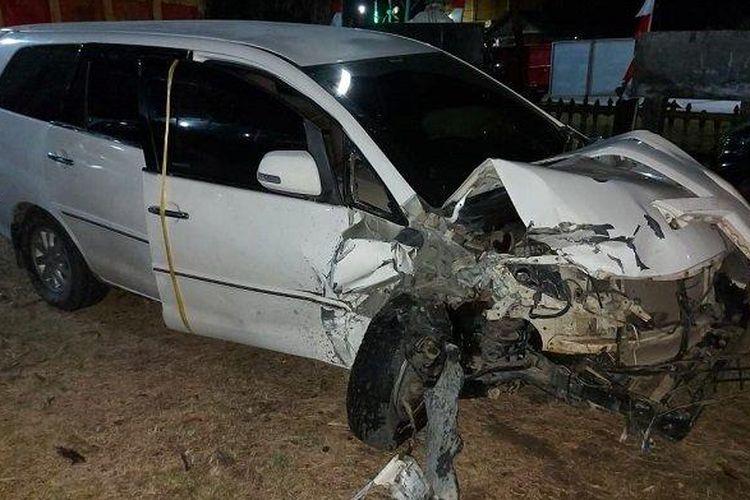 Mobil Toyota Innova yang bertabrakan dengan Toyota Agya menyebabkan dua orang meninggal dunia, di jalan nasional Banda Aceh - Medan, Desa Meunasah Krueng Kecamatan Peudawa, Aceh Timur, Minggu (27/6/2021) sekitar pukul 23.00 WIB.