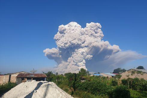 Gunung Sinabung Kembali Luncurkan Awan Panas Beruntun Sejauh 5.000 Meter