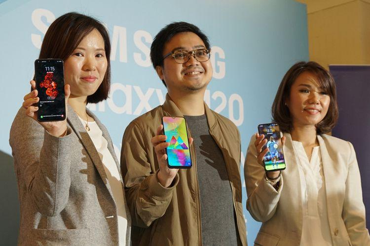 Dari kiri ke kanan: Product Marketing Manager Samsung Electronics Indonesia Ju Yong, Product Marketing Manager Samsung Electronics Indonesia Irfan Rinaldi, dan Senior Product marketing Manager IT & Mobile Samsung Electronics Indonesia.